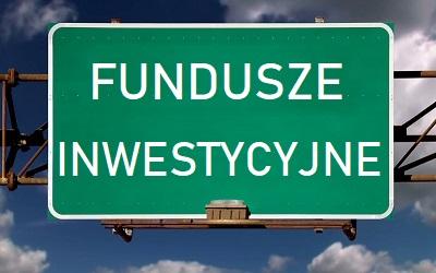 """Zdjęcie: znak drogowy z napisem """"fundusze inwestycyjne"""""""